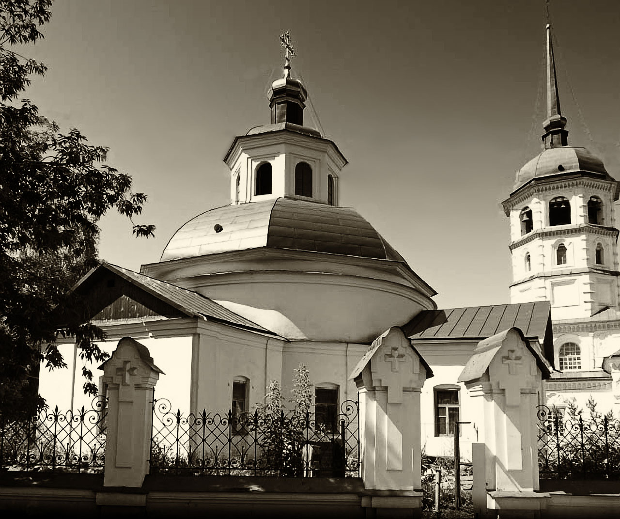 Церковь Святого Григория, епископа Неокесарийского) . Построена в 1802 г. по проекту архитектора А.И. Лосева
